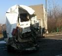 На трассе «Дон» в ДТП с участием двух грузовиков пострадал водитель микроавтобуса