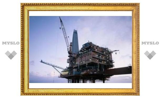 Цены на нефть рухнули почти на четыре доллара