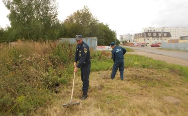 Щёкинские спасатели вышли на субботник