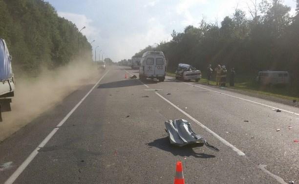 Женщина пострадала в столкновении легковушки и грузовика