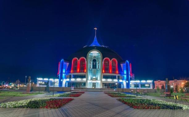 На здании музея оружия заработала ночная подсветка
