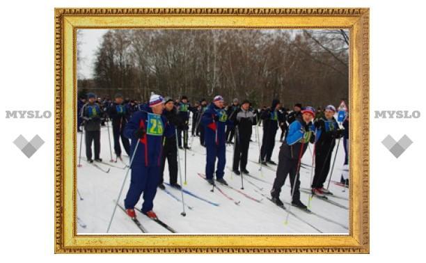 Тульские десантники устроили семейный забег на лыжах