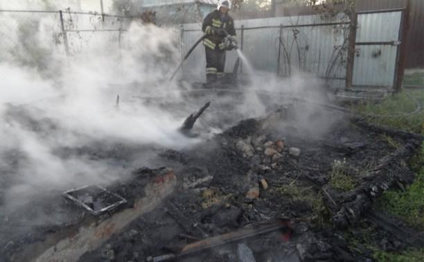 В Туле рядом с Пролетарским парком полностью сгорела дача