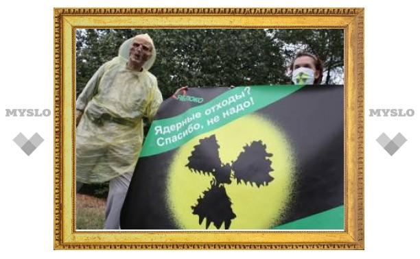 Перед посольством ФРГ в Москве прошла акция против ввоза радиоактивных отходов