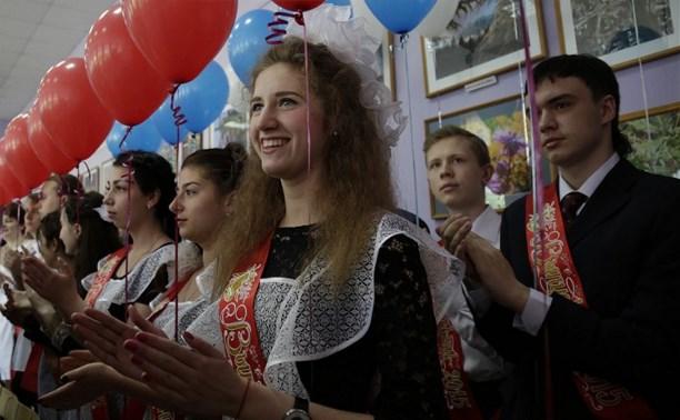 Владимир Груздев поздравил с Последним звонком выпускников школы №34