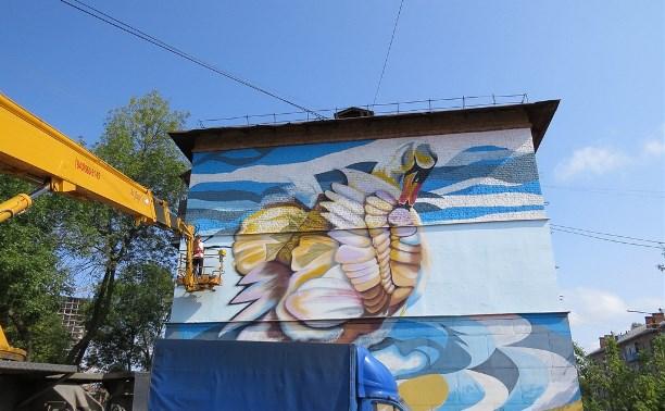 Восстановление граффити «Лебедь» на ул. Шухова завершат на этой неделе