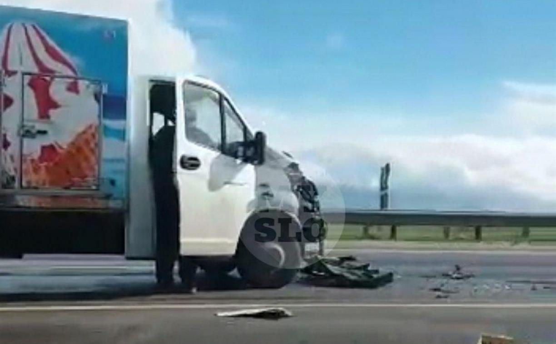 На автодороге Тула – Новомосковск грузовик с мороженым врезался в кроссовер