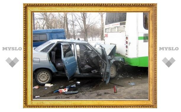 «Десятка» протаранила пассажирский автобус