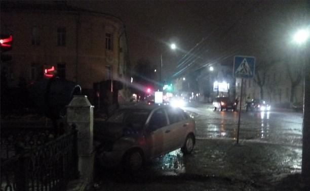 В Туле водитель без прав устроил ДТП с «Рендж Ровером»