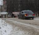 Дороги и тротуары Тулы спешно посыпают песком и солью
