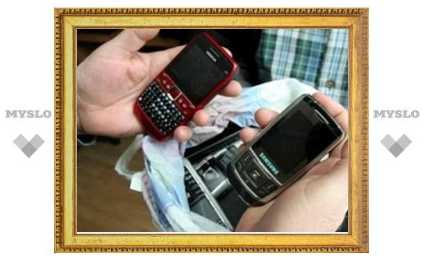 В Туле сотрудница следственного изолятора проносила заключенным мобильники
