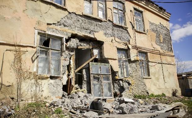 В Богородицке обрушилась стена аварийного дома: подробности