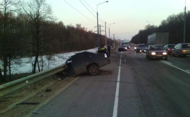 В аварии с фурой на М2 погиб водитель «Дэу»