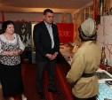Учащиеся Волхонщинской средней школы показали Алексею Дюмину школьный музей боевой славы