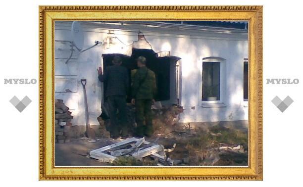 Туляк на «Форде» протаранил жилой дом