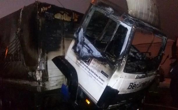 На улице Пирогова ночью сгорел грузовой «Мерседес»