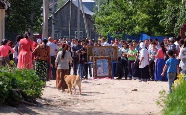 Жители цыганского поселения защищают свои дома