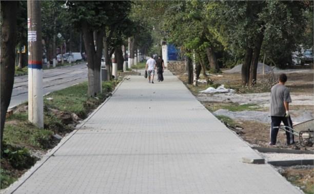 Работы по укладке тротуарной плитки завершат к сентябрю