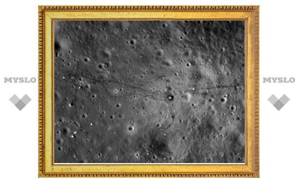 """Следы """"Аполлонов"""" на Луне сфотографировали в высоком разрешении"""