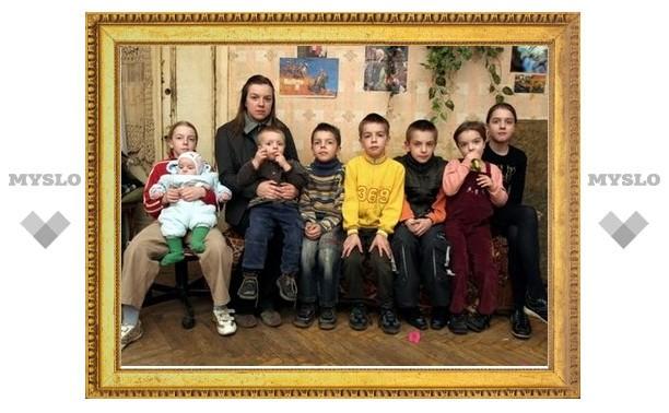 Каждая шестая многодетная семья в Тульской области живет на грани отчаяния