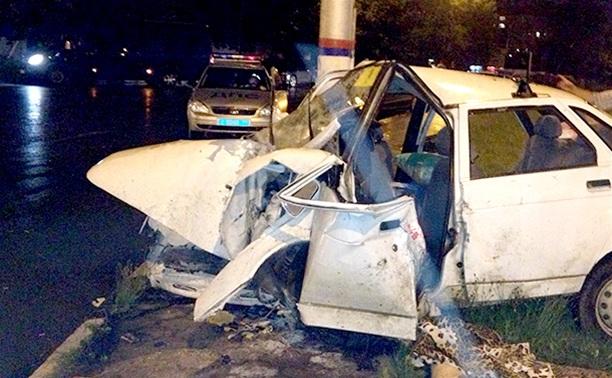 На ул. Короленко ВАЗ-21010 врезался в столб