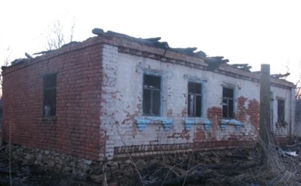 Подростки развели костер на чердаке частного дома и устроили пожар