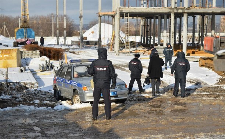 По факту гибели строителя в результате падения бетонных плит возбуждено уголовное дело