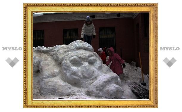 Тулякам показали, как делать скульптуры из снега!