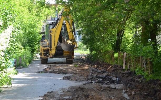 В Пролетарском округе Тулы продолжается асфальтирование дворов