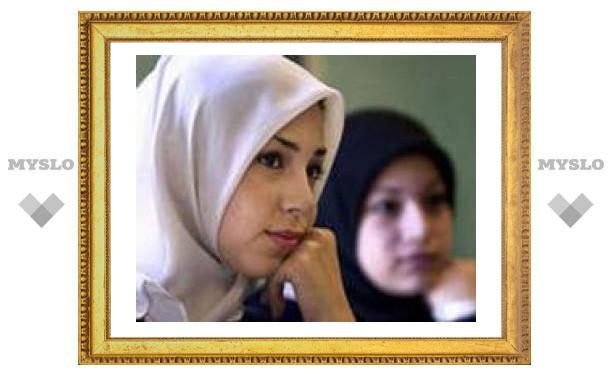 Президент поддержал снятиt запрета на ношение исламских платков в университетах