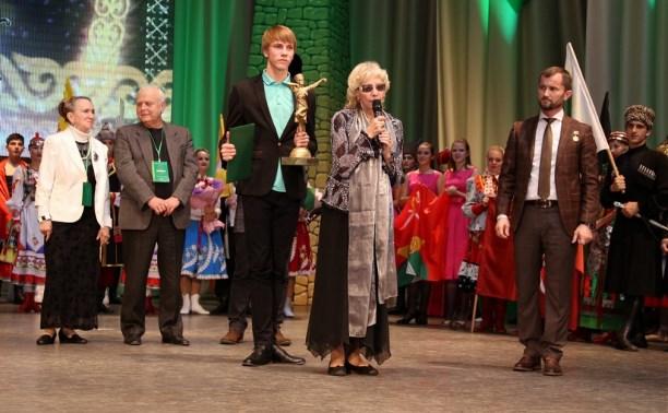 Туляк получил из рук Кадырова награду конкурса имени Эсамбаева