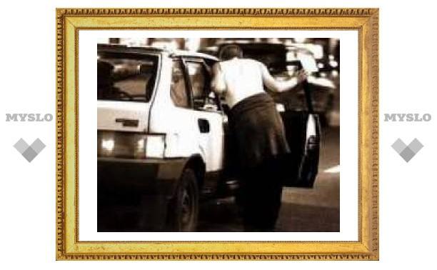 Два грабителя напали на тульского таксиста