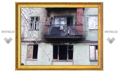 Под Тулой пожарные вынесли из огня женщину
