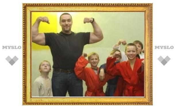 Александр Невский по просьбе жителей навестил детей в Донском