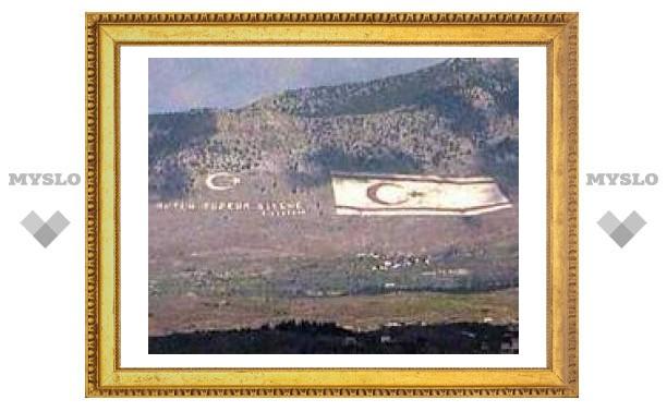 В турецкой части Кипра полицейские выгнали верующих из храма