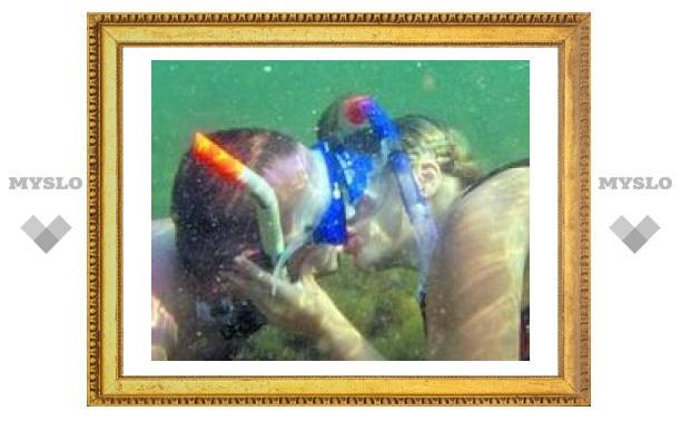 Туляки поженились на дне Черного моря