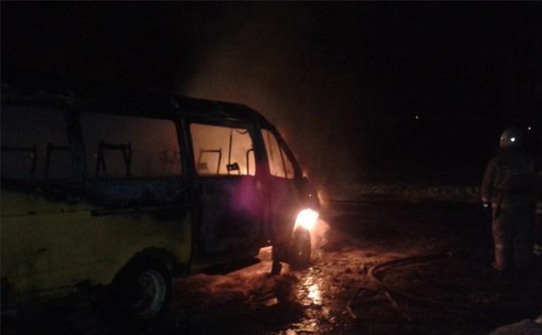 Рано утром в Новомосковске сгорела пассажирская «Газель»