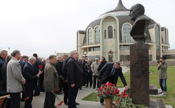 В Туле почтили память легендарного оружейника Аркадия Шипунова