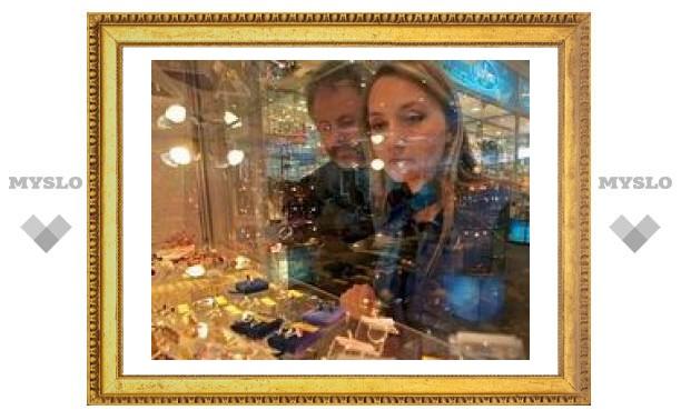 В Новомосковске девушка ограбила ювелирный магазин