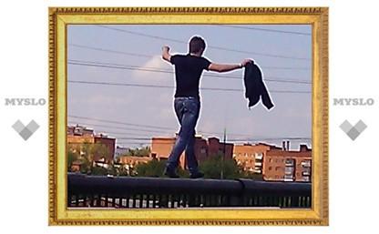 В Туле по перилам моста гулял самоубийца?
