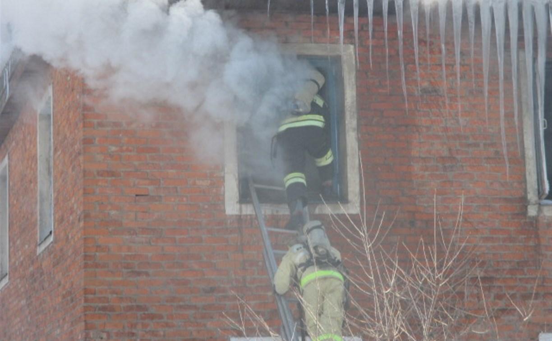 При пожаре в Узловой молодой человек получил ожоги
