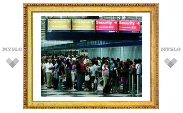 Меры безопасности в аэропортах раздражают пассажиров, не делая полет безопаснее