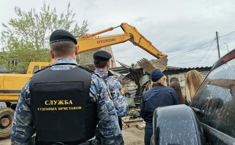 На ул. Октябрьской в Туле снесли интим-магазин и палатку с шаурмой