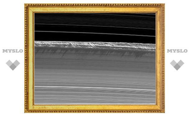 В кольцах Сатурна нашли галактические волны
