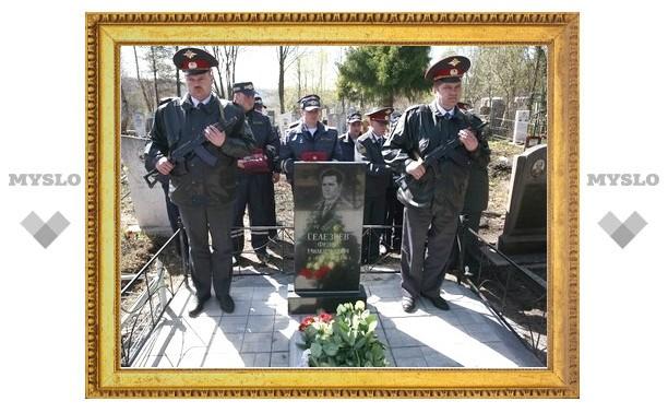 Тульские милиционеры поставили памятник ветерану МВД
