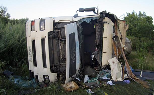 На автодороге Рязань-Ефремов перевернулся грузовик