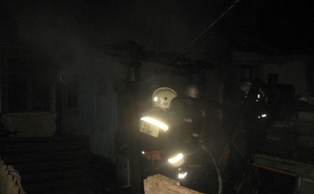 Ночью в Туле неизвестный поджег многоквартирный жилой дом