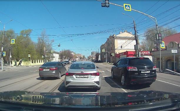 «Накажи автохама»: в Заречье Kia пролетела по попутным путям на красный свет