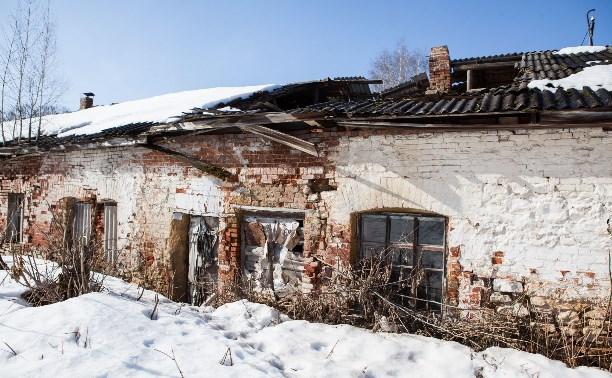 В Богородицке пенсионеры живут в доме с рухнувшей крышей