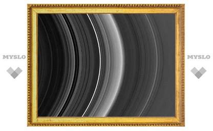 """""""Невидимые"""" кометы изуродовали кольца Сатурна и Юпитера"""